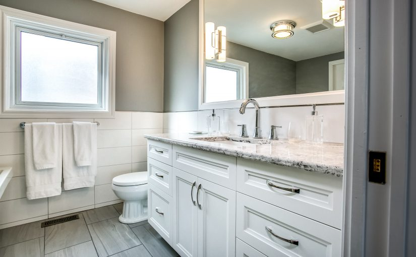 Luxury Meets Style in This Stunning White Ensuite Bath Design